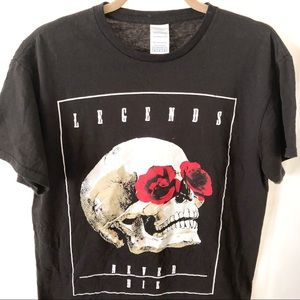 Tops - Legends never die t shirt black skull